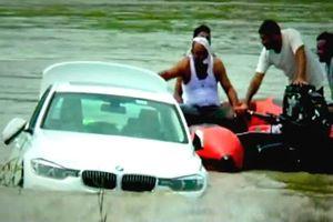 Cậu ấm giận dữ đẩy xe BMW mới toanh bố mẹ tặng xuống sông vì thích xe khác