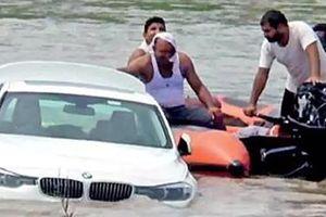 Cậu ấm đẩy BMW xuống sông rồi quay clip đưa lên mạng