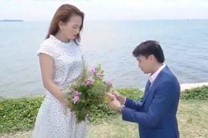 Vũ quỳ gối cầu hôn Thư trong tập cuối 'Về nhà đi con'