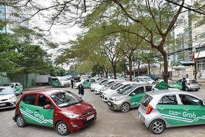 Bộ Giao thông lại đề xuất bỏ 'mào' dán logo phản quang cho taxi công nghệ