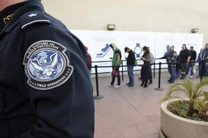 Mỹ sẽ không cấp thẻ xanh cho người nhập cư quá nghèo