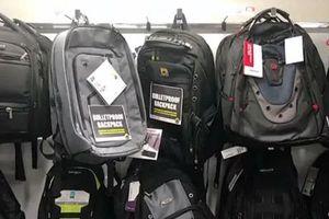 Mỹ: Nhiều phụ huynh tìm mua balô chống đạn cho con