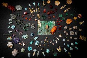Phát hiện kho báu bí ẩn trong thị trấn La Mã bị chôn vùi với trang sức, búp bê và đầu lâu thu nhỏ