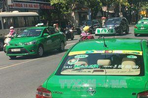 Đề xuất phương án nhận diện xe taxi công nghệ thay việc 'đeo mào'