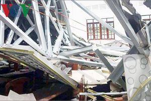 Sập mái ngói của Hội trường UBND thị trấn ở Hậu Giang