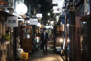 Chật chội hơn phố cổ Hà Nội: 300 nhà hàng trong khu phố rộng chỉ bằng nửa sân bóng ở Nhật Bản