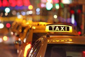 Bỏ quy định gắn mào cho xe hợp đồng điện tử: Taxi truyền thống 'liên thủ' để cầu cứu Thủ tướng