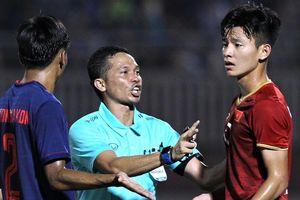 Trọng tài can thiệp để cầu thủ Việt Nam và Thái Lan không nổi nóng