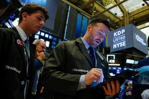 Chứng khoán trượt giá ở cả hai bờ Đại Tây Dương do lo ngại suy thoái