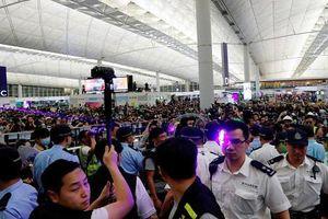 Sân bay Hong Kong hoạt động bình thường sau đụng độ dữ dội