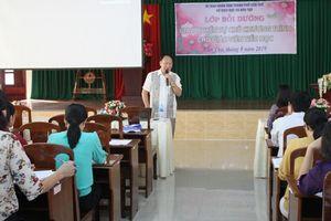 Bồi dưỡng giáo viên về giao quyền tự chủ chương trình cho giáo viên tiểu học