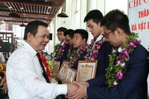 Cuộc thi Olympic Vật lý thiên văn quốc tế lần thứ 13: Đoàn học sinh Việt Nam đứng số 1 thế giới