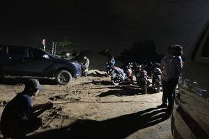 Bình Dương: Bàng hoàng phát hiện thi thể người đàn ông đang phân hủy trên sà lan chở cát