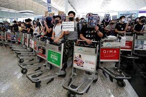 Hong Kong có bị đẩy đến 'bờ vực thẳm'?