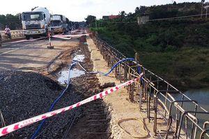 Hai công nhân rơi khỏi cầu Đại Ninh ở độ cao 15m, 1 người tử vong