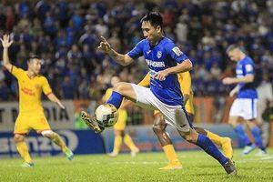 VFF phạt nặng cầu thủ Than Quảng Ninh giẫm lên đầu đối phương