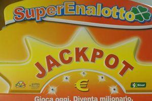 Bỏ 2 euro ra mua vé số, bất ngờ trúng giải độc đắc hơn 230 triệu USD