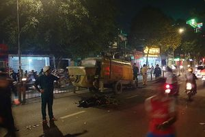 TP.HCM: Tông vào máy bơm bê tông dừng giữa đường, 2 thanh niên đi Exciter tử vong