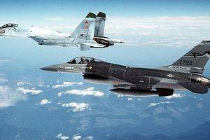 Xem video tiêm kích Su-27 Nga 'lùa' chiến đấu cơ F-18 NATO trên biển Baltic