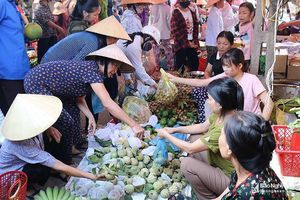 Sôi động chợ quê Nghệ An đón Rằm tháng Bảy