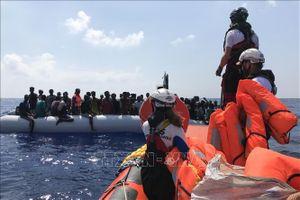 Khoảng 100 người di cư được cứu ngoài khơi bờ biển Libya