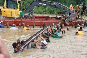 Cơ bản khắc phục được sự cố vỡ đê bao Quảng Điền, Đắk Lắk