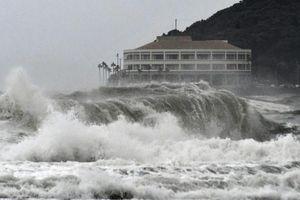 Nhật Bản chống chọi với bão nhiệt đới Krosa trong mùa lễ cao điểm