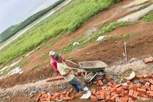 Xây dựng trái phép trong hành lang bảo vệ hồ Đá Bàng