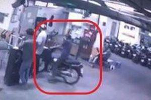 Clip toàn cảnh vụ siêu trộm 'ăn' xe Dream Thái 120 triệu tại hầm chung cư ông Thản