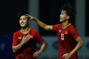 Thắng Kitchee 2-0, Martin Lo và Danh Trung ghi điểm lần cuối trước thầy Park