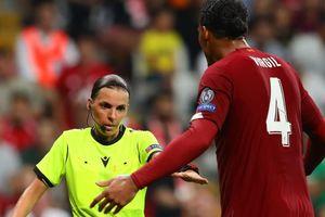 Trọng tài nữ khiến Van Dijk khó chịu ở trận Siêu cúp châu Âu