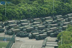 AFP: Xe bọc thép và hàng nghìn lính TQ diễu hành gần Hong Kong