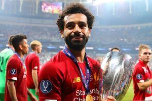 Cầu thủ Liverpool ăn mừng chức vô địch siêu cúp trong phòng thay đồ
