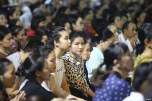 Đại lễ Vu Lan tại chùa Phúc Khánh: Không còn cảnh chen lấn, ngồi tràn ra đường