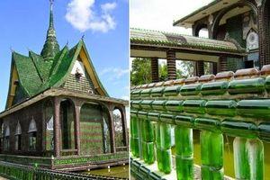 Chùa Wat Pa Maha Chedi Kaew: Ngôi chùa được kết từ 1,5 triệu chai bia