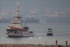 Bất đồng gay gắt tại Italy về lệnh cấm tàu cứu nạn cập cảng