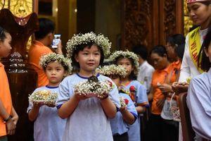 Người Sài Gòn tới chùa mùa Vu Lan báo hiếu
