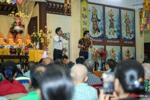 Quán quân Thần tượng Bolero - Duy Cường cùng cha nuôi Ngọc Sơn làm từ thiện dịp lễ Vu Lan