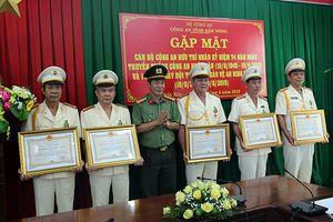 Trao Huân chương Bảo vệ Tổ quốc hạng ba cho12 cá nhân Công an tỉnh Đắk Nông