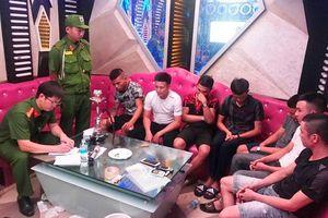 7 thanh niên cùng 'phê' ma túy trong quán karaoke
