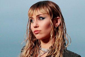 Miley Cyrus hát về rượu và ma túy hậu chia tay Liam Hemsworth