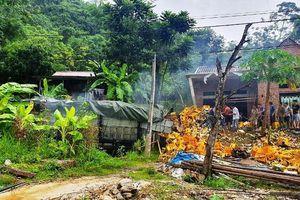 Ô-tô mất lái đâm vào nhà dân, hai người tử vong