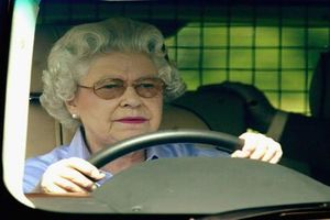 Loạt hình khiến nhiều người 'vỡ mộng' về cuộc sống Hoàng gia Anh