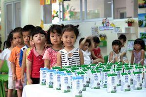4 năm chưa chốt quy chuẩn sữa học đường: Vì đâu Bộ Y tế loay hoay?