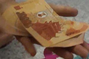 Clip: Dân mạng trầm trồ trước 'độc chiêu' bày tiền cúng lễ cực đẹp chỉ bằng 1 chiếc đũa