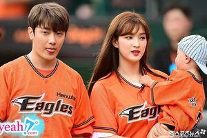 'Cặp bố mẹ trẻ nhất Kpop' Minhwan (FT.Island) và Yulhee chuẩn bị chào đón em bé thứ 2 khi con trai đầu mới hơn 1 tuổi