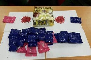 Thanh Hóa: Bắt giữ hai đối tượng người Lào vận chuyển số lượng lớn ma túy