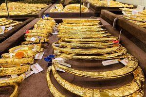 Giá vàng tiếp tục dậy sóng, nhà đầu tư ồ ạt mua vào