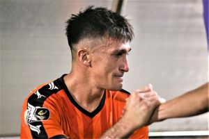 Thủ môn CLB Hà Nội bắt penalty sai luật khiến Đỗ Merlo bật khóc?