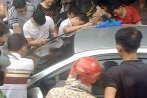 Quảng Ninh: Giải cứu bé trai bị bố bỏ quên trên ô tô